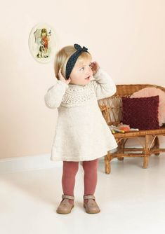 Minsten kjole og genser. Ovenfra Diy Crafts Knitting, Creative Knitting, Knitting For Kids, Baby Knitting Patterns, Kids Dress Patterns, Baby Barn, Girls Sweaters, Diy Dress, Kids Girls