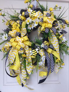 Bumble Bee Spring and Summer Mesh Wreath