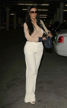 January 18 - Kim at an office building in LA - 02 - Kim Kardashian Fan Photo Gallery