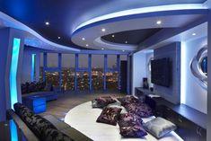 un plafond moderne tendu avec des ampoules led encastrables