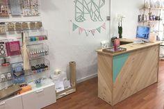 Mostrador de madera natural para tienda en Granollers - Barcelona