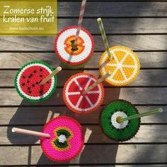 Iron on beads: your fruity lemonade protectors - Make this cheerful summer DIY from iron on beads. A practical way to protect your glass and it also - Cute Crafts, Diy And Crafts, Arts And Crafts, Fuse Beads, Pearler Beads, Mason Jar Crafts, Mason Jar Diy, Diy For Kids, Crafts For Kids