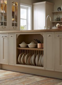 Kitchens Kitchen organisation in the shaker style! A plate rack is the perfect feature to add to your kitchen design. Take a look at Howdens. Home Decor Kitchen, Country Kitchen, Kitchen Interior, Howdens Kitchens, Free Kitchen Design, Shaker Style Kitchens, Kitchen Organisation, Kitchen Utilities, Cottage Kitchens