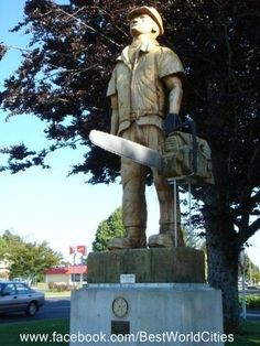 "Awesome lumberjack wood carving ""Pine Man"" in Tokoroa, New Zealand. By Peter Dooley (2004) in honor of the timber town."