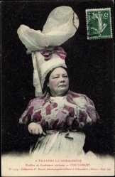 Postcard A Travers la Normandie, Frau in traditioneller Tracht