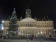 Kerstboom op de Dam.  Kerst 2014 Amsterdam  The Christmas Tree on Dam Square 2014. In front of the palace.   Kerst Christmas Weihnachten