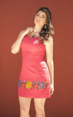 Vestido de lino rojo, con bordado en punto de cruz Embroidery On Clothes, Embroidered Clothes, Embroidery Fashion, Casual Work Outfits, Casual Dresses, Short Dresses, Fashion Dresses, Mexican Fashion, Cute Fashion