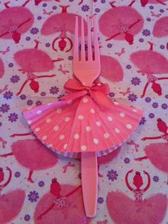 Tutu Forks for Ballerina Party - attach a cupcake liner and a bow - Voila! (pic only)