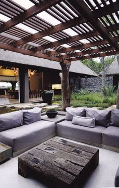 Modern garden lounge | see through house