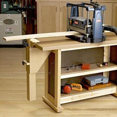 Right-Height Outfeed Support Woodworking Courses, Woodworking School, Woodworking Workshop, Woodworking Bench, Learn Woodworking, Woodworking Projects, Workbenches, Shop Layout, Joinery
