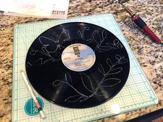 Use+Stencils+to+Make+a+Clock+from+a+Record+-+Step+3+-+Gwen+Lafleur.jpg (1600×1200)