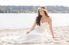 Beach bridal shoot - Sparrow Photography - http://www.sparrow-photography.ca | featured on http://fabyoubliss.com