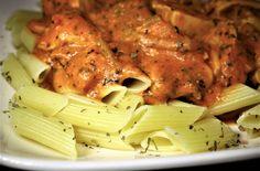 Gerechten zonder pakjes en zakjes #142. Honig pesto tomatensaus. - Macaroni, Pork, Food And Drink, Snacks, Meat, Chicken, Recipes, Dinners, Foods