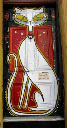 Cat door, Valparaiso, Chile door  from: http://indulgy.com/post/G5siZJEZN1/via-wwwmountainadventurescom-valparaiso-chil  tumblr