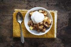 Crumble with apple, pear and quince