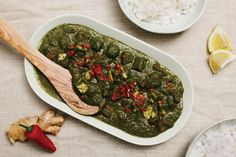 Meet our 100% plant-based take on Palak Paneer, one of the most popular paneer dishes from North India. Creamy spinach with tasty tofu paneer makes a delicious main dish for a vegan household. It's a hearty vegan recipe that calls for all of your favorite Asian-inspired flavors: chile, ginger, garlic, and garam masala.