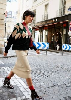 15 Ways to Wear Socks With Boots This Winter - Socken Fashion Week Paris, Fashion 2018, Modest Fashion, Look Fashion, Fashion Outfits, Womens Fashion, Fashion Trends, Fall Winter Outfits, Autumn Winter Fashion