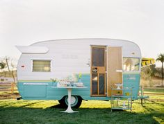 Road trips in this tiffany blue and white trailer, yes please!