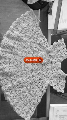 Lindíssimo, manda o gráfico pelo amor de Deus Crochet Baby Dress Free Pattern, Crochet Dress Girl, Crochet Lace Edging, Baby Dress Patterns, Baby Girl Crochet, Crochet Baby Clothes, Baby Knitting Patterns, Crochet For Kids, Crochet Stitches