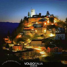 Peglio (PU) Foto di @fragarbo65 . #peglio  #marche #volgoitalia #volgomarche #italy #italytrip #italytour #instatravel #travelingram #madeinitaly #italyiloveyou #tourism #turism #volgosocial #italytravel #iloveitaly #provinciadipesaroeurbino #cittadarte #storia #history #medieval #cultura #holidays #cittadinotte #nighttime #panoramicview #panorama by volgomarche