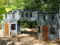 Cool castle #playhouse for your kids. free plans here>> http://tinyurl.com/freeplayhouseplans