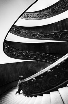 World's most photographed spiral staircase at the Vatican Museums. Designed by Giuseppe Momo in The stairs are actually two separate helixes, one leading up and the other leading down, that twist together in a double helix formation. Amazing Architecture, Art And Architecture, Architecture Details, Architecture Interiors, Black And White Stairs, Black White, Black Railing, Balustrades, Beautiful Stairs