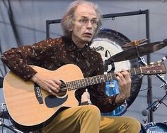 Steve Howe.....guitar master class! When he played The Clap, from the Yes Album, I thought I'd died and gone to heaven!