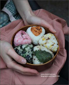 5 Beautiful Rice-balls Bento Lunch eat your ideal Onigiri Cute Food, I Love Food, Good Food, Yummy Food, Japanese Dishes, Japanese Food, Japanese Lunch Box, Easy Japanese Recipes, Aesthetic Food