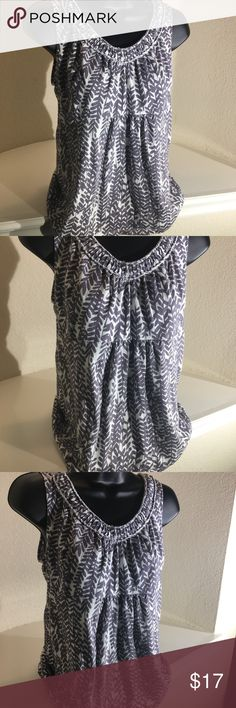 Boden Top Size 8 Gray& White Leaves Print Cute dressy tank top by Boden! 100% Cotton leaf 🍃 print pattern in gray & white. Pleated detail at neckline! Very good condition Size 8 Boden Tops Tank Tops