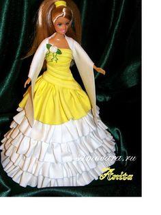 Кукла в желто-белом платье