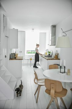 http://myscandinavianhome.blogspot.fr/search/label/White and grey homes?