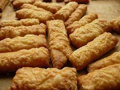 Sajtos rúd – Sokáig elállna, ha nem lenne mindenki egyik kedvence – :) Salty Foods, Hungarian Recipes, Savory Snacks, Scones, My Recipes, Rum, Sausage, Deserts, Muffin