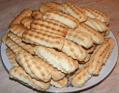 Biscuiti fragezi de casa cu untura Jacque Pepin, Dessert Recipes, Desserts, Hot Dog Buns, Apple Pie, Biscuits, Sweets, Bread, Cheese
