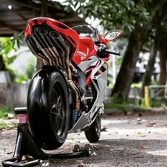"149 Likes, 8 Comments - Motovlog (@motoristan) on Instagram: ""~~~~~~~~~~~~~~~~~~~~~~~~~~~~~~~ - MV Agusta #F4 ~~~~~~~~~~~~~~~~~~~~~~~~~~~~~~~ #İkiteker Tutkunu…"""