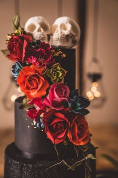 Alternative Gothic Wedding in Whitby with colored wedding dress and black weddi . - Alternative Gothic Wedding in Whitby with colored wedding dress and black wedding cake - Wedding Dress Black, Colored Wedding Dress, Black Wedding Cakes, Skull Wedding Cakes, Sugar Skull Wedding, Black Weddings, Wedding Dress Cake, Gothic Wedding Cake, Gothic Cake