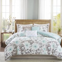 Brighten up your master bedroom with the Madison Park Aria Collection. This unique digitized print features a floral pattern in shades of aqua and grey that coordinates back to three decorative pillows.
