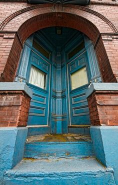Very interesting doorway and photo....