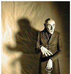 Max Schreck as Count Orlock. Still my favorite on screen vampire. Max Schreck, Best Vampire Movies, Vampire Film, Horror Comics, Horror Films, Horror Icons, Nosferatu 1922, Dramas, Famous Vampires
