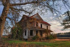 Abandoned farmhouse in rural North Carolina.  Wish I knew the story of this beauty...