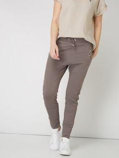 MAC Jogpants mit Reißverschlusstaschen Taupe - 1 Khaki Pants, Mac, Outfit, Fashion, Get Tan, Women's, Outfits, Moda, Khakis