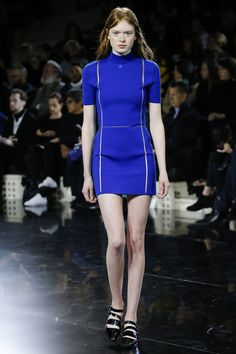 See the complete Courrèges Fall 2016 Ready-to-Wear collection.