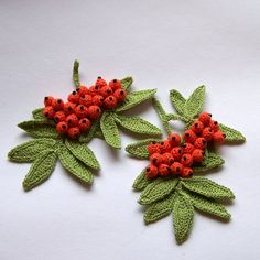 Jeřabiny  Vhodné jako dekorace na stůl,nebo aplikace na čepici, tašku či svetřík. Velikost cca 11x10 cm. Cena je za 1ks. Pokud si nějaký vyberete,napište mi prosím v objednávce jeho číslo. číslo 2 je vyprodané. Crochet Bouquet, Crochet Brooch, Crochet Motif, Crochet Stitches, Crochet Leaves, Knitted Flowers, Crochet Flower Patterns, Crochet Christmas Decorations, Crochet Decoration