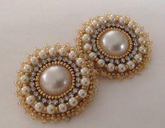 Embroidery Quilling Earrings, Soutache Earrings, Beaded Brooch, Bead Earrings, Beaded Jewelry Designs, Diy Jewelry, Handmade Jewelry, Jewelry Making, Bead Embroidery Jewelry