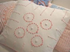 CoTTaGe SHaBBy CHiC PinK & CReaM VinTaGe Pillow