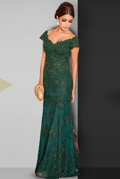 Green prom dress photos, models and trends. Mother Of The Bride Dresses Long, Mothers Dresses, Emerald Dresses, Green Gown, Prom Dresses, Formal Dresses, Marie, Party Dress, Fashion Dresses