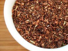 Honeybush Ananas & Cynamon - Składniki: Honeybush (min. 81,6%), kawałki ananasa, aromat, wierzbownica drobnokwiatkowa, nasiona granatu, kawałki cynamonu. http://domherbat.pl/product-pol-711-Honeybush-Ananas-Cynamon.html