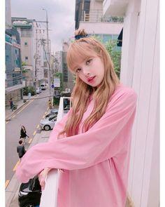 Lalisa Manoban of Blackpink Blackpink Lisa, Kim Jennie, Cute Korean, Korean Girl, Kpop Girl Groups, Kpop Girls, Blackpink Outfits, Lisa Black Pink, Lisa Blackpink Wallpaper