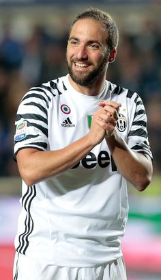 Gonzalo Higuain of Juventus FC reacts during the Serie A match between Atalanta BC and Juventus FC at Stadio Atleti Azzurri d'Italia on April 28, 2017 in Bergamo, Italy.