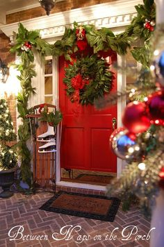 A Whole Bunch Of Christmas Porch Decorating Ideas~~A festive Christmas front porch! Love this porch! Decoration Christmas, Christmas Porch, Merry Little Christmas, Noel Christmas, Outdoor Christmas, Country Christmas, Winter Christmas, All Things Christmas, Christmas Crafts