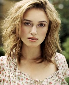 Keira Knightley Hair - Blond Shaggy Hairstyle